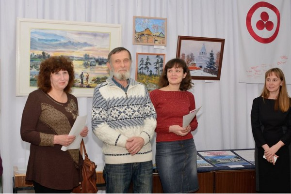 Авторы работ (слева направо) Татьяна Сысуева, Виктор Тайдаков, Мария Гаврилова на открытии.