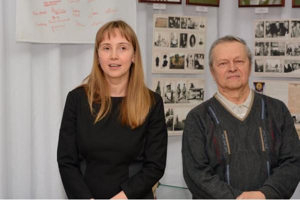 Выступает руководитель управления по информационно-аналитической работе  и связям с общественностью И.В. Кадышева (слева).