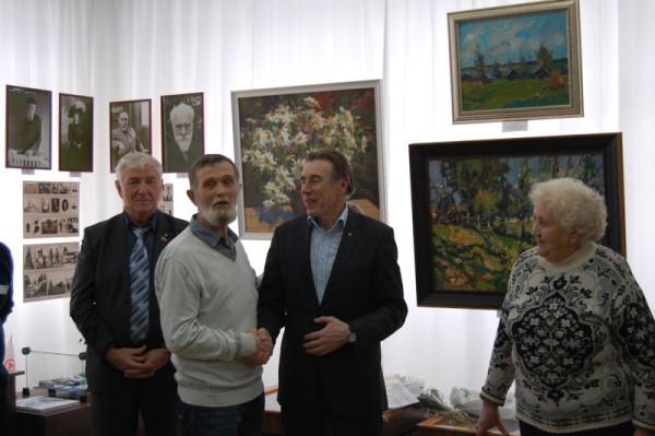 Поздравление с открытием от художника Виктора Тайдакова (второй слева)