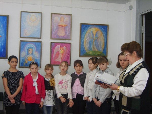 Благодарственное слово организаторам выставки от преподавателя Л.Д. Ельченко, шк. № 3.