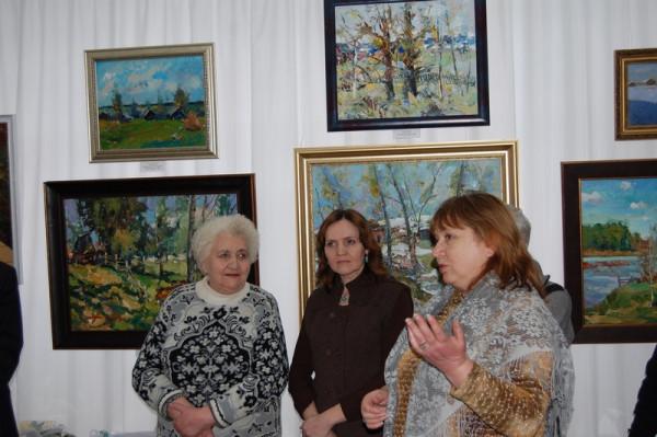 Слова приветствия от художника Натальи Пушковой (первая справа)