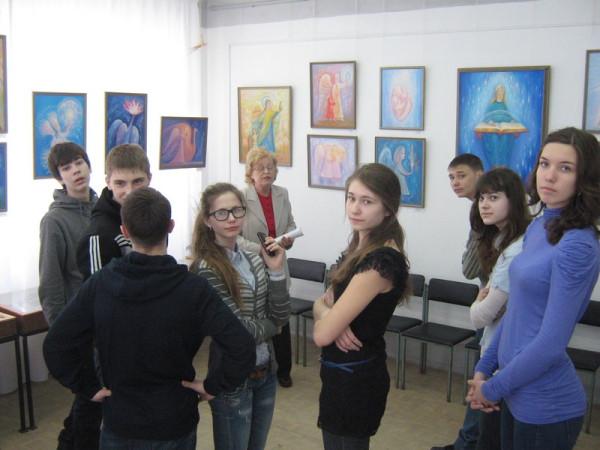 Учащиеся 8 класса школы №17 на уроке Красоты.