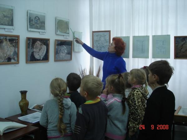 Экскурсию в «прошлое» проводит Минеева Л.П.