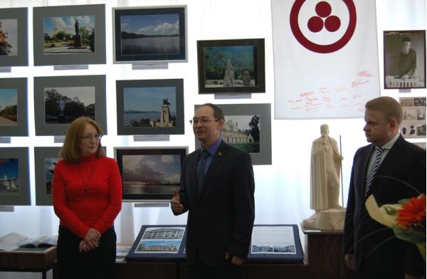 Выступает председатель Думы г.о. Сызрань Сергей Ананьев (второй слева)