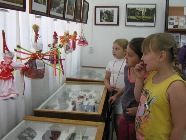 дети на выставке