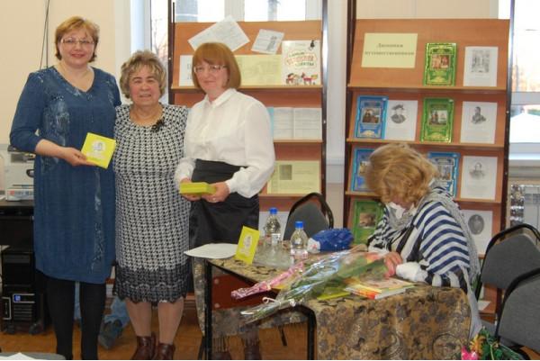 Слева направо: методист Детской библиотеки Г.И. Файзулена, Г.М. Цыплёнкова и Н.Г. Зоткина.