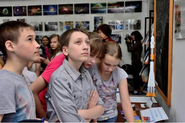 Учащиеся школы № 17 на открытии.