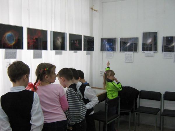 на выставке учащиеся 3 класса