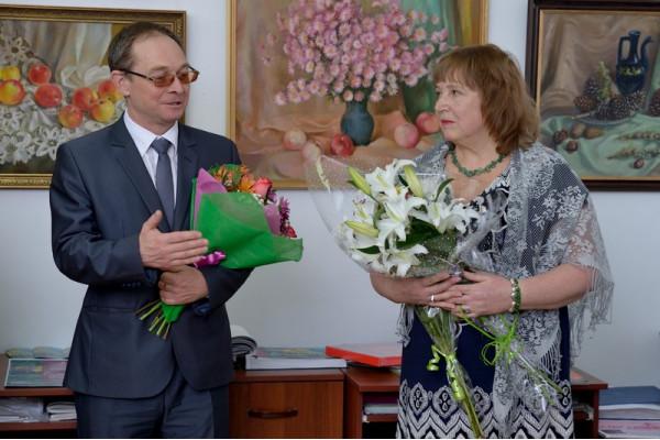 Н. Н. Пушкову поздравляет с открытием выставки председатель Думы г.о. Сызрань С. Н. Ананьев.