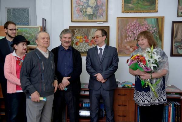 Поздравление от сызранского художника А. И. Гурюшкина (третий слева).