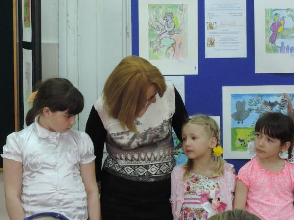 Самых юных художников, участвующих в выставке, представила присутствующим  Н. Г. Зоткина