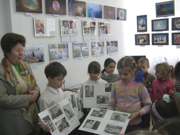 "Учащиеся 2""Г"" класса школы №33 на выставке"