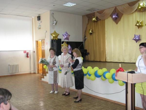 Приветственное слово учащимся и учителям председателя Общество Рерихов  Н.Г. Зоткиной (первая справа).