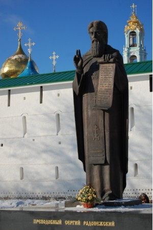 Памятник Преподобному Сергию Радонежскому в Троице-Сергиевой лавре