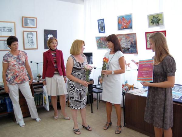 Поздравление с открытием первой персональной выставки от председателя Общества Рерихов Н.Г. Зоткиной