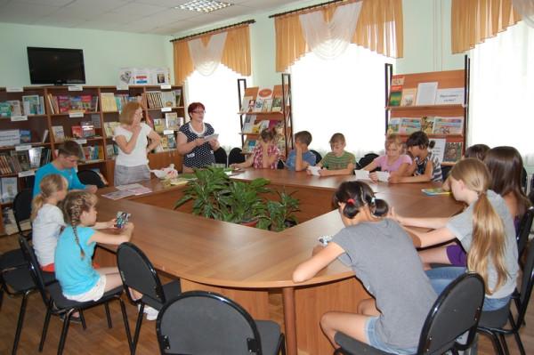 Дети поздравили с праздником своего библиотекаря Н.В. Финагину