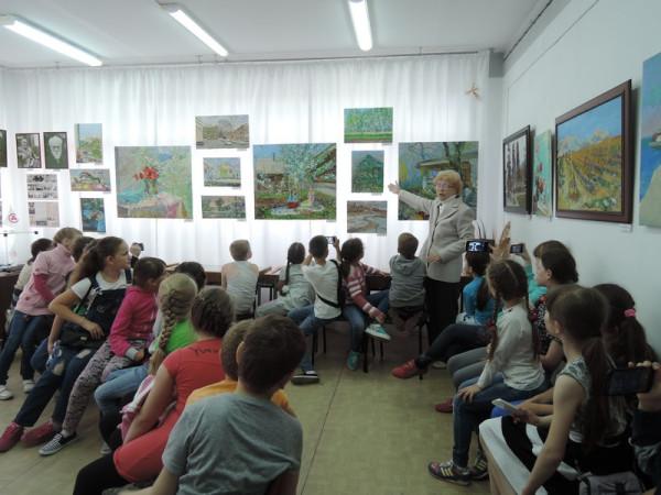 Ребята из пришкольных лагерей школ Юго-Западного района знакомятся с творчеством сызранского художника