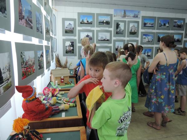 Первые посетители на выставке