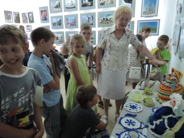 Экскурсию проводит Л.П.Минеева
