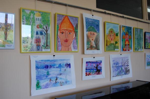 Выставка детского рисунка в читальном зале библиотеке №18
