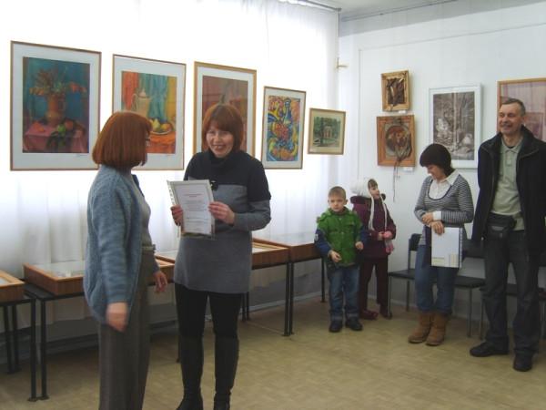 Вручение благодарственных писем авторам на открытии выставки