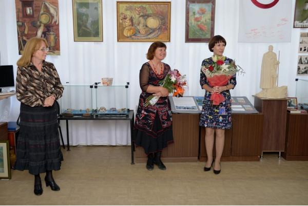 Поздравление от Управления культуры администрации г.о. Сызрань в лице Ю.В. Назаровой (справа)