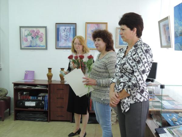 Открытие выставки Татьяны Сысуевой (в центре)