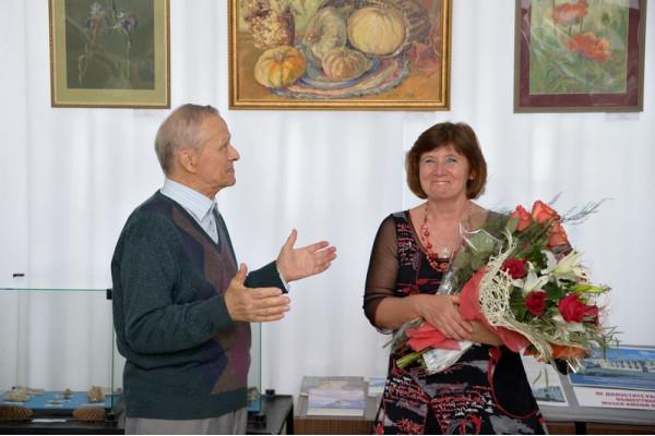 Старейший сызранский художник А.И. Гурюшкина поздравил Веру Евсееву с двойным праздником