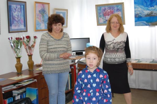 Воспитанники поздравили своего преподавателя стихами и цветами