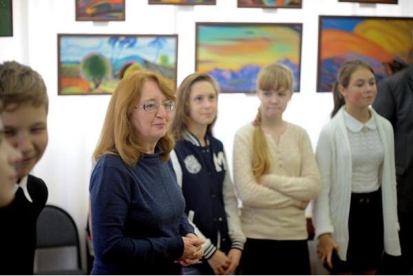 Выставку открывает председатель Общества Рерихов г. Сызрани  Н.Г. Зоткина.
