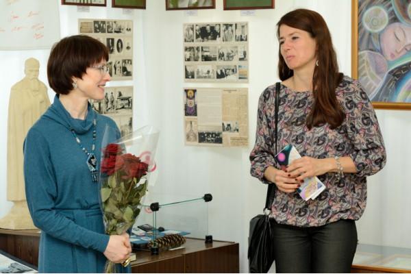 От Управления культуры Феодосию приветствует М.М. Паначугина (справа).