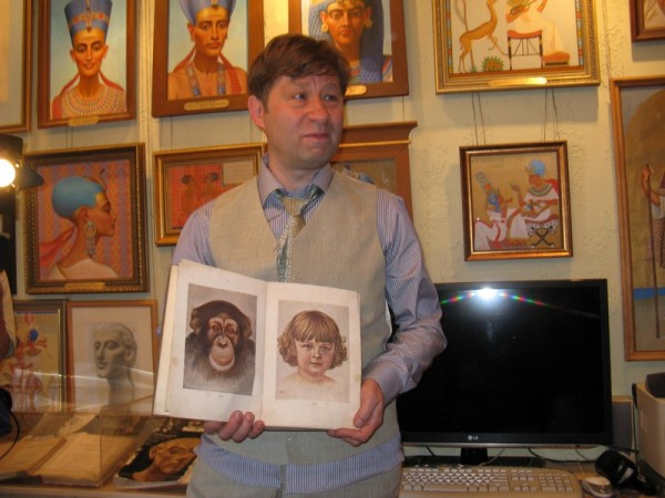 """Книга доктора наук Н.Н. Ладыгиной - Котс """"Дитя шимпанзе и дитя человека"""",М., 1936, иллюстрированная М.М. Потаповым."""