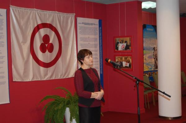 Выступает председатель Ульяновского регионального отделения ВООПИиК  О. А. Свешникова