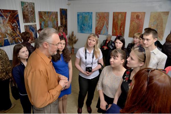 Беседа художника с гостями