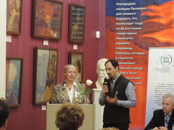 Выступает Мария-Луиза Салден - художник, специалист по международному искусству (Тройсдорф, Германия).