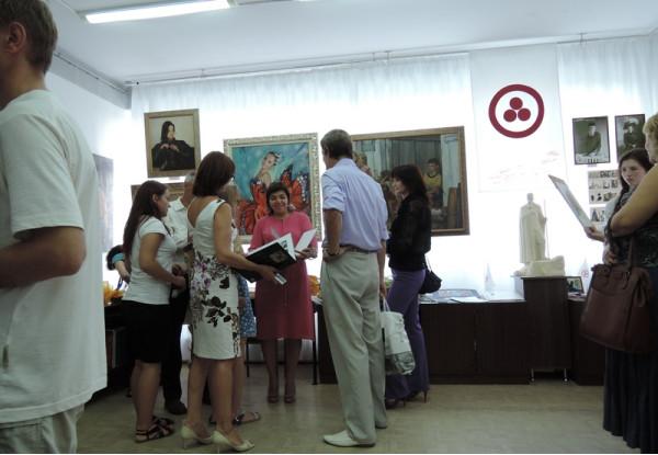 Сайда Афонина в окружении почитателей её творчества
