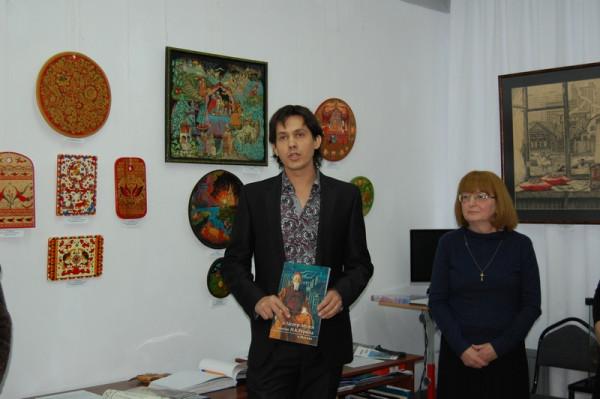 Выступает преподаватель колледжа, куратор выставки А.А. Горячев