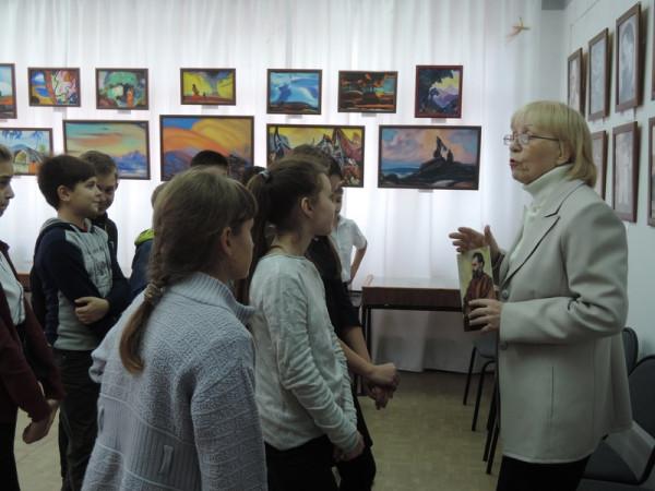 Учащиеся школы 17, класс 5-а на выставке