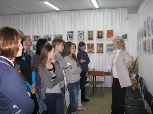 Учащиеся 10 -А класса школы №3 на выставке