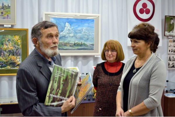 Памятные подарки организаторам выставки от Виктора Тайдакова